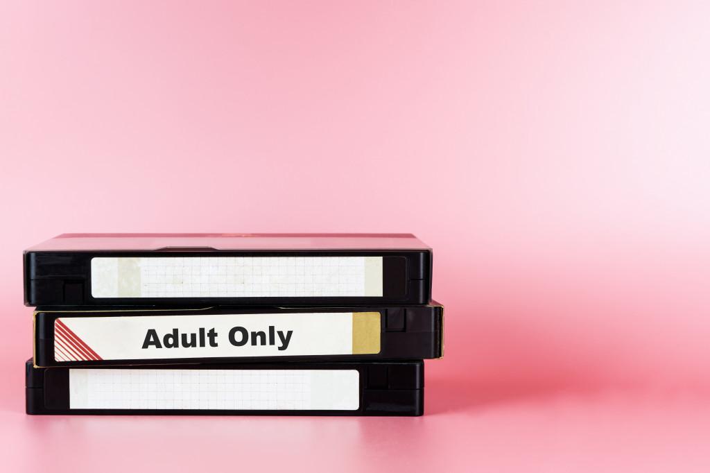 Jugendschutz Jugendschutzbeauftragter Inhalte für Erwachsene im Internet Pornographie Abmahnung Rechtsanwalt Kunter Jugendliche Unter 18 Barriere Jugendschutzgesetz Filme Unterhaltungsbranche
