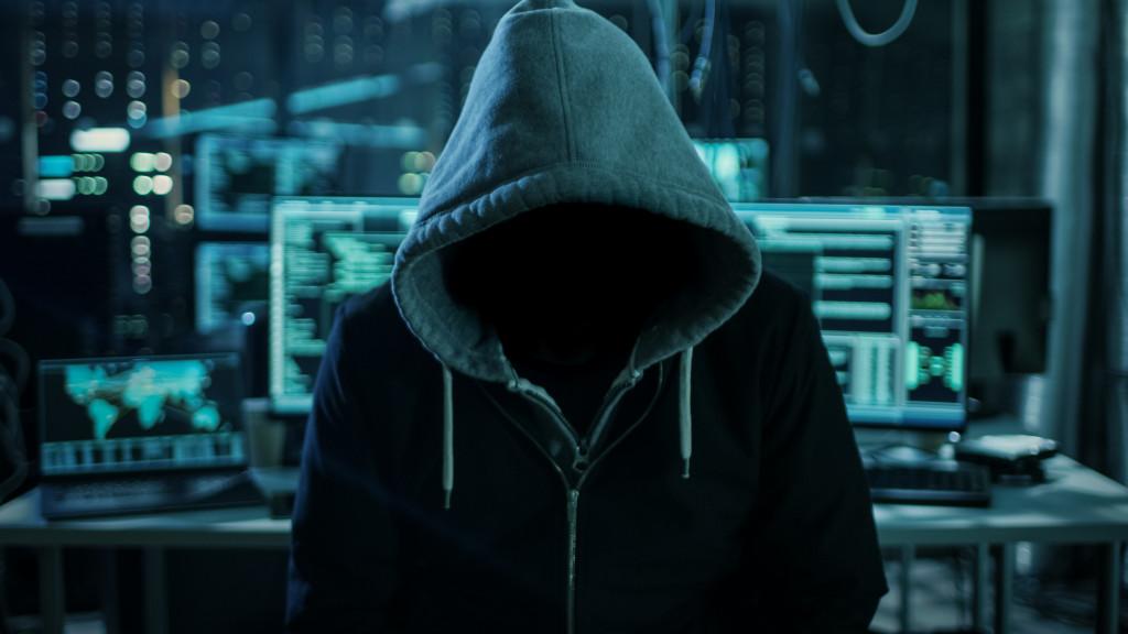 Hacker Untersuchungshaft Anklage Ermittlungen Polizei Computerbetrug Card-Sharing Phishing Betrug Malware Bledigung Nötigung Erpressung Ausspähen von Daten Computersabotage illegale Pronographie